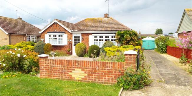 £220,000, 3 Bedroom Detached Bungalow For Sale in Heacham, PE31