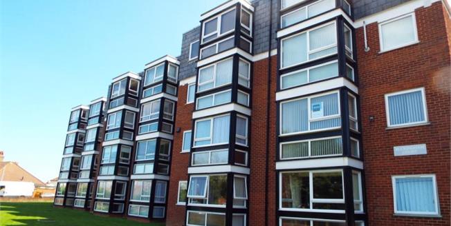 £175,000, 2 Bedroom Flat For Sale in Hunstanton, PE36
