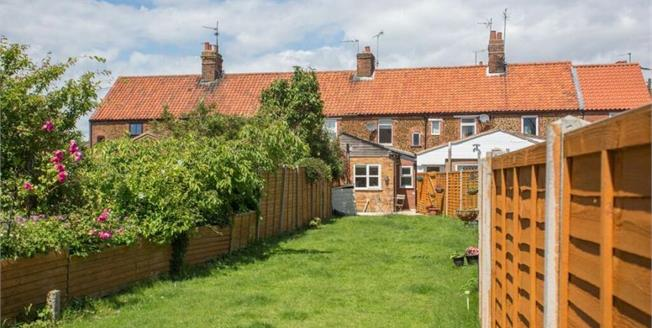 Asking Price £160,000, 2 Bedroom Terraced Cottage For Sale in Snettisham, PE31