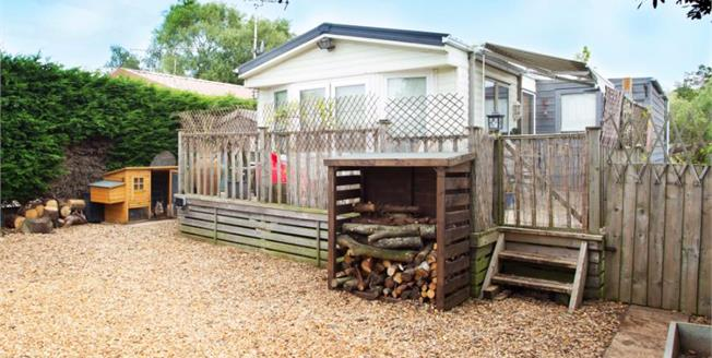 Offers in the region of £115,000, 2 Bedroom Mobile Home For Sale in Snettisham, PE31