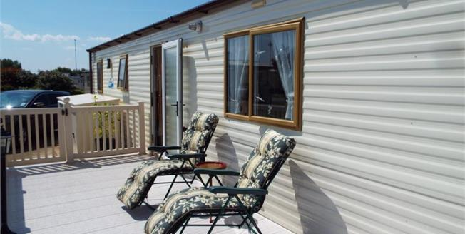 £30,000, 2 Bedroom Mobile Home For Sale in Manor Park Road, PE36