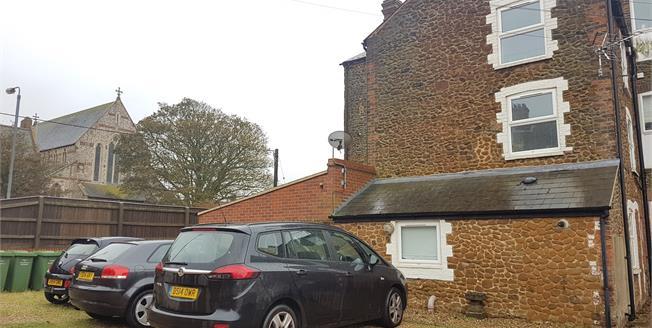 Asking Price £165,000, 2 Bedroom Flat For Sale in Hunstanton, PE36