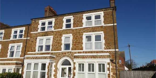 Asking Price £160,000, 2 Bedroom Flat For Sale in Hunstanton, PE36