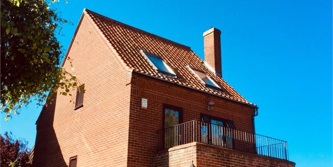 Guide Price £520,000, 4 Bedroom Detached House For Sale in Old Hunstanton, PE36