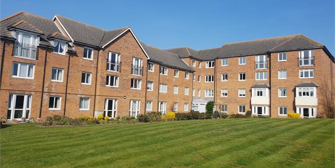 Guide Price £150,000, 2 Bedroom Flat For Sale in Hunstanton, PE36