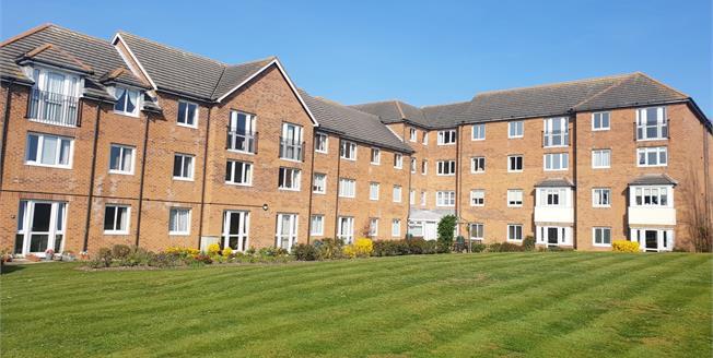 Guide Price £140,000, 2 Bedroom Flat For Sale in Hunstanton, PE36
