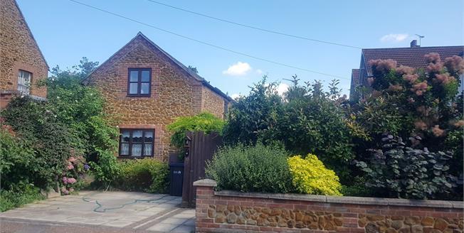 Asking Price £310,000, 3 Bedroom Semi Detached Cottage For Sale in Hunstanton, PE36