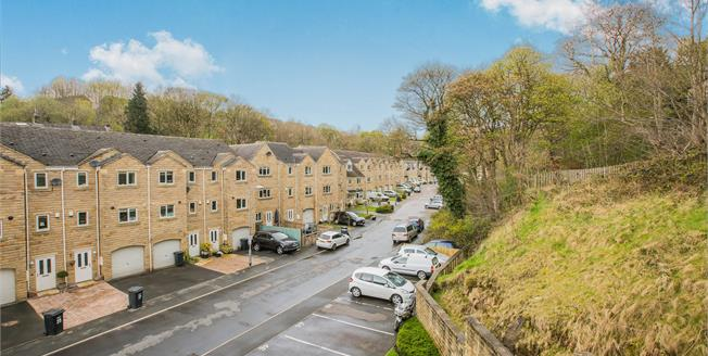 Asking Price £110,000, 2 Bedroom Flat For Sale in Luddendenfoot, HX2