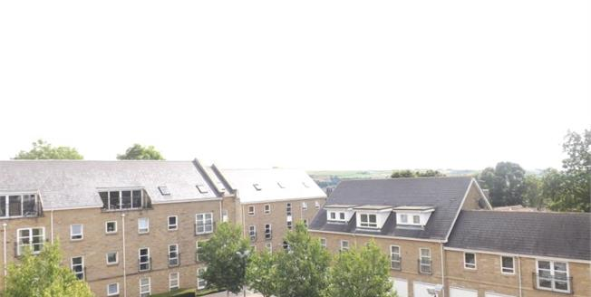 Offers Over £150,000, 2 Bedroom Flat For Sale in Halifax, HX3