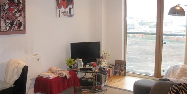 Offers Over £120,000, 1 Bedroom Flat For Sale in Leeds, LS10