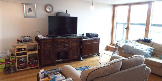 Asking Price £150,000, 2 Bedroom Flat For Sale in Wakefield, WF1