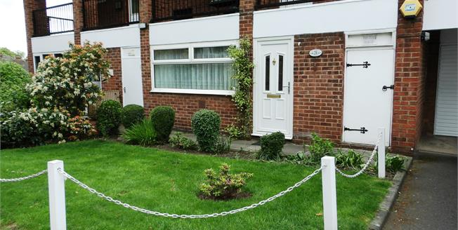 Asking Price £97,500, 1 Bedroom Ground Floor Flat For Sale in Wakefield, WF1