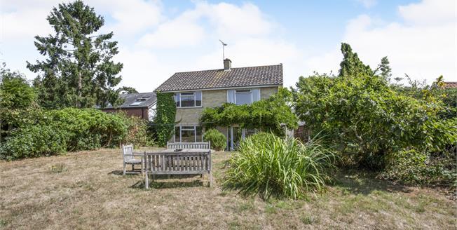 Asking Price £500,000, 5 Bedroom Detached House For Sale in Holbrook, IP9