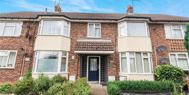 Offers in excess of £120,000, 2 Bedroom Flat For Sale in Ipswich, IP2