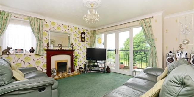£70,000, 2 Bedroom Flat For Sale in Greasbrough, S61