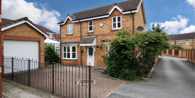 Guide Price £190,000, 3 Bedroom Detached House For Sale in Sunnyside, S66