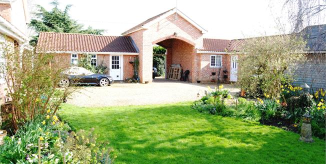Asking Price £395,000, 6 Bedroom Semi Detached House For Sale in Terrington St. Clement, PE34