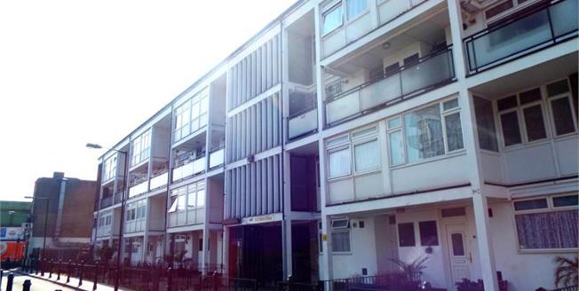 Asking Price £475,000, 3 Bedroom Upper Floor Maisonette For Sale in London, E1