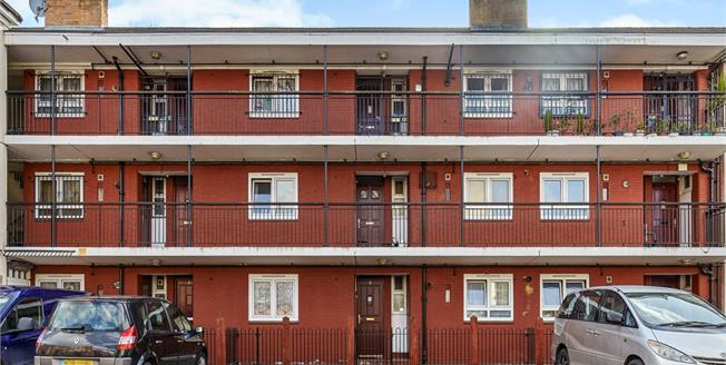 Guide Price £425,000, 2 Bedroom Flat For Sale in London, E1