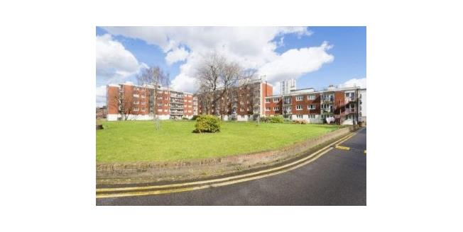 Asking Price £380,000, 2 Bedroom Flat For Sale in London, E1