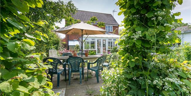 Guide Price £325,000, 4 Bedroom Detached House For Sale in Rockland St. Mary, NR14