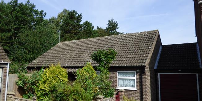 Guide Price £180,000, 3 Bedroom Detached Bungalow For Sale in Norwich, NR5