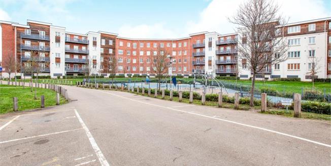 Offers in excess of £245,000, 1 Bedroom Upper Floor Flat For Sale in Maidenhead, SL6