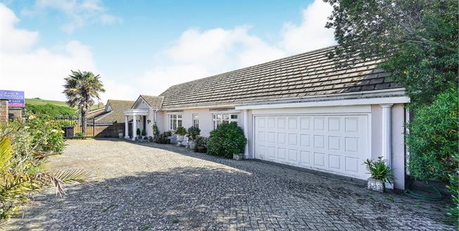 Guide Price £800,000, 3 Bedroom Detached Bungalow For Sale in Brighton, BN2