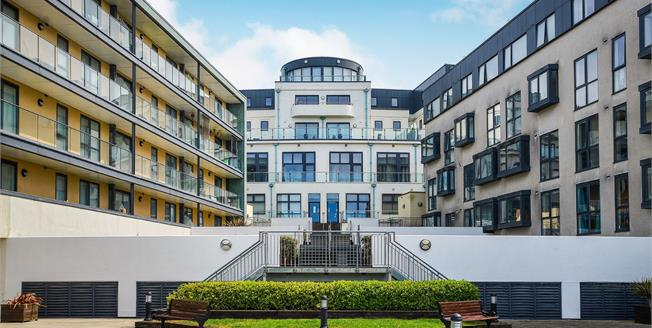 Guide Price £185,000, 1 Bedroom Flat For Sale in Saltdean, BN2