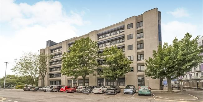 Asking Price £250,000, 2 Bedroom Flat For Sale in Stevenage, SG1