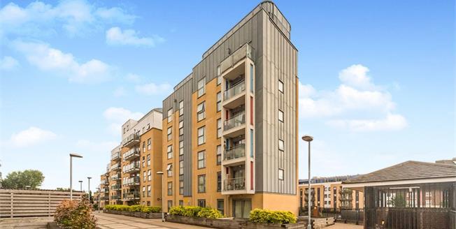 Asking Price £240,000, 2 Bedroom Flat For Sale in Stevenage, SG1