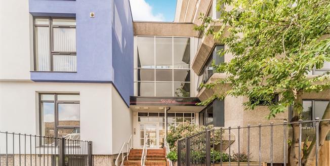 Asking Price £245,000, 2 Bedroom Flat For Sale in Stevenage, SG1