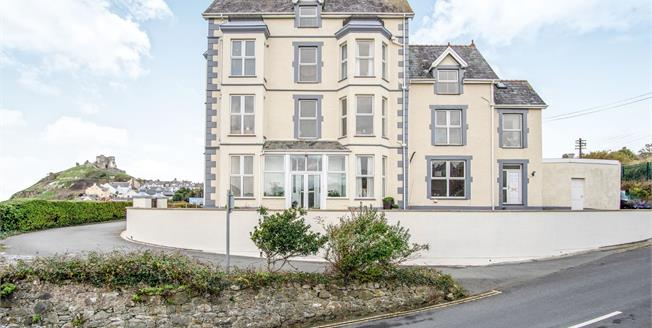 Asking Price £550,000, 6 Bedroom End of Terrace House For Sale in Criccieth, LL52