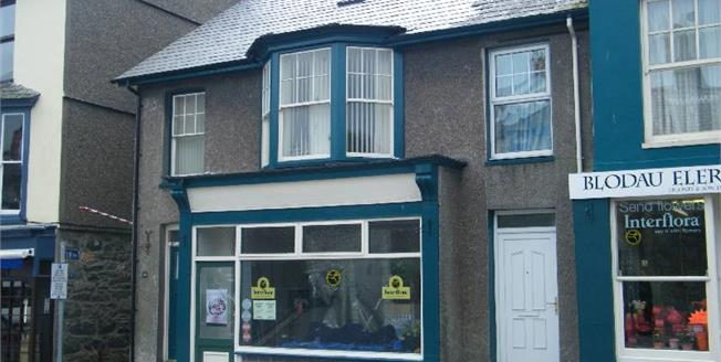 £250,000, 4 Bedroom Town House For Sale in Criccieth, LL52