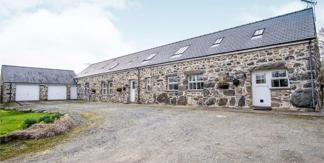 Asking Price £625,000, 5 Bedroom Detached House For Sale in Llannor, LL53