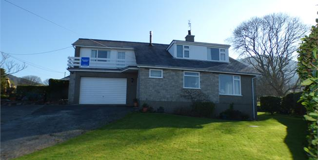 Asking Price £305,000, 4 Bedroom Detached House For Sale in Nefyn, LL53