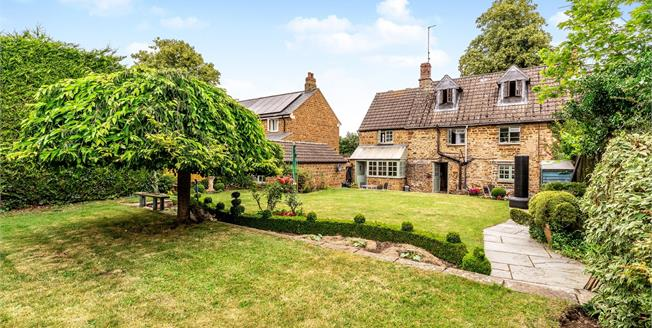 Offers Over £525,000, 4 Bedroom Semi Detached Cottage For Sale in Chipping Warden, OX17