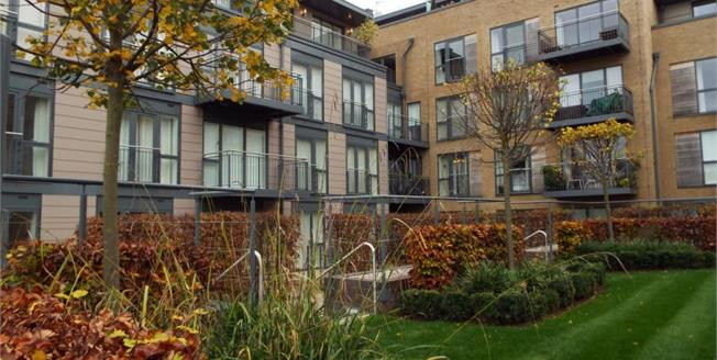 £475,000, 2 Bedroom Upper Floor Flat For Sale in Cambridge, CB5