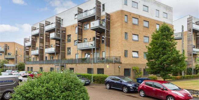 £350,000, 2 Bedroom Upper Floor Flat For Sale in Cambridge, CB1