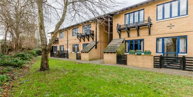£135,000, 1 Bedroom Flat For Sale in Trumpington, CB2