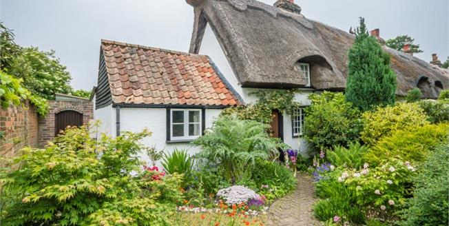 Guide Price £315,000, 2 Bedroom Semi Detached Cottage For Sale in Histon, CB24
