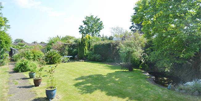 Guide Price £315,000, 3 Bedroom Detached House For Sale in Wellingborough, NN8