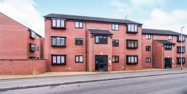 Guide Price £115,000, 2 Bedroom Flat For Sale in Wellingborough, NN8