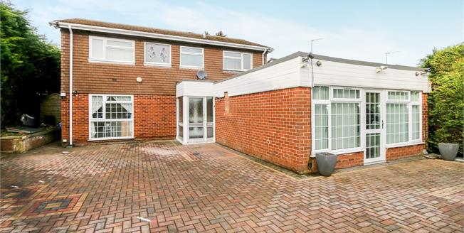 Guide Price £350,000, 4 Bedroom Detached House For Sale in Wellingborough, NN8