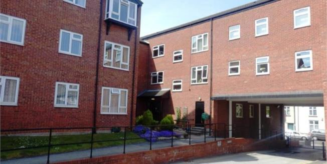 Asking Price £100,000, 3 Bedroom Flat For Sale in Atherstone, CV9