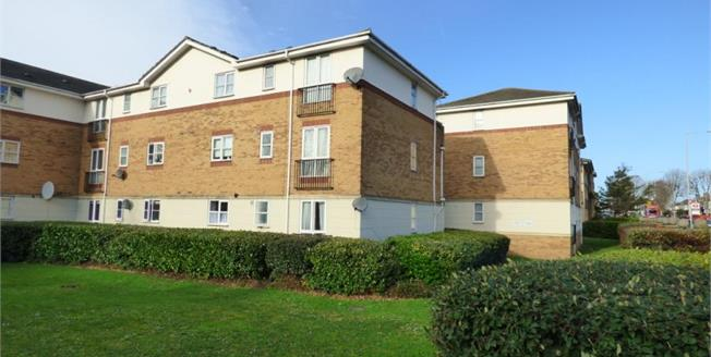 £265,000, 2 Bedroom Upper Floor Flat For Sale in Barking, IG11