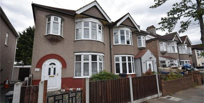 £525,000, 3 Bedroom Semi Detached House For Sale in Ilford, IG6