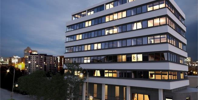 £122,000, 1 Bedroom Flat For Sale in The Lock, Fleming Way, SN1