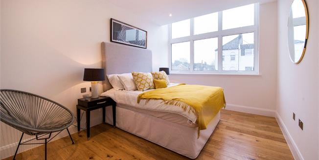 Fixed Price £340,000, 1 Bedroom Flat For Sale in Leytonstone, E11
