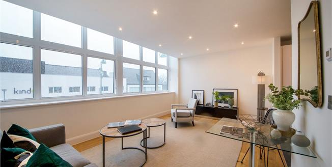 Guide Price £499,000, 2 Bedroom Flat For Sale in High Road Leytonstone, E11
